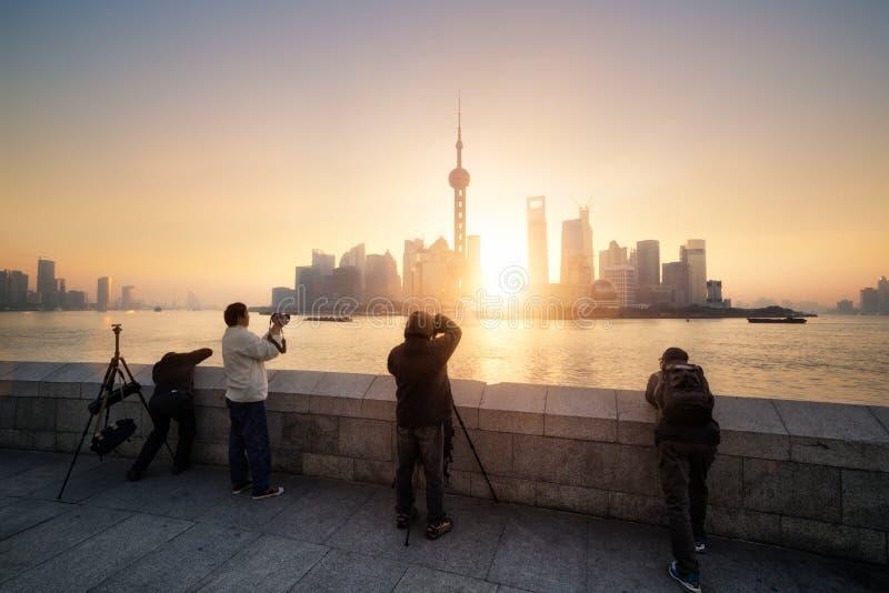 Shanghai horisont på soluppgång, Kina arkivbild