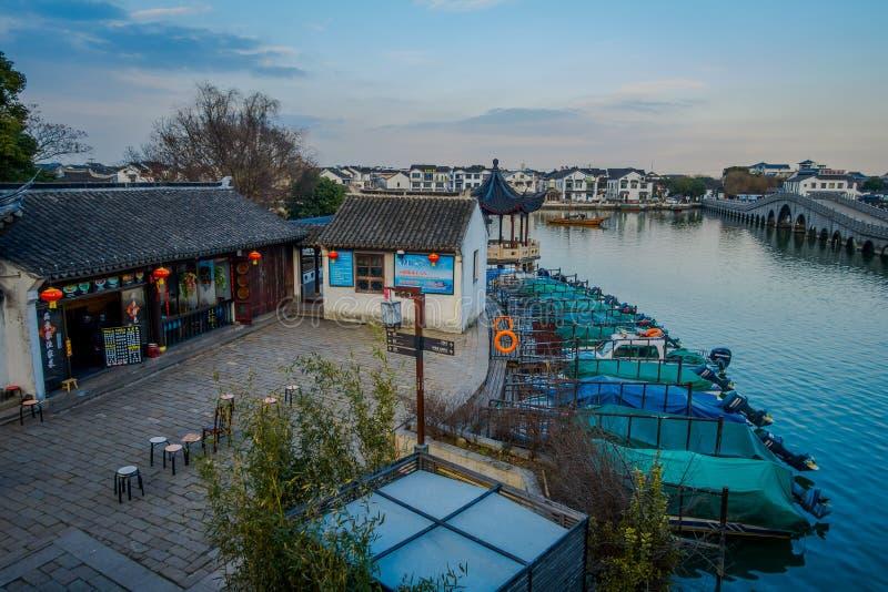 SHANGHAI KINA: Berömd Zhouzhuang vattenstad, område för forntida stad med kanaler och gamla byggnader, charma som är populärt royaltyfria foton