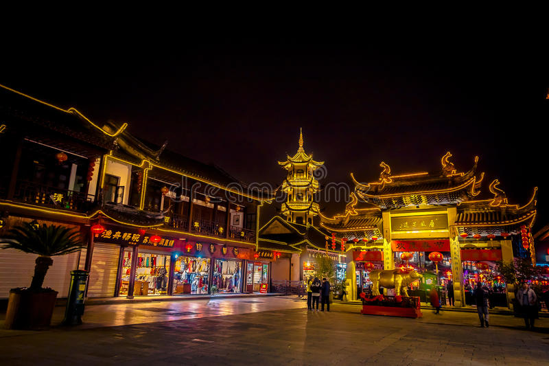 SHANGHAI KINA: Berömd Zhouzhuang vattenstad, område för forntida stad med kanaler och gamla byggnader, charma som är populärt fotografering för bildbyråer