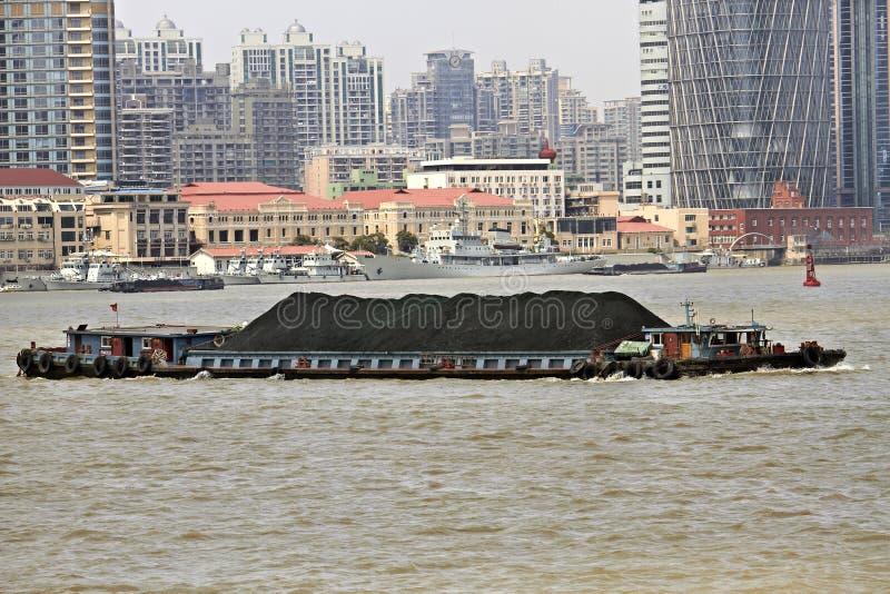 Shanghai-Kohle-Lastkahn stockbild