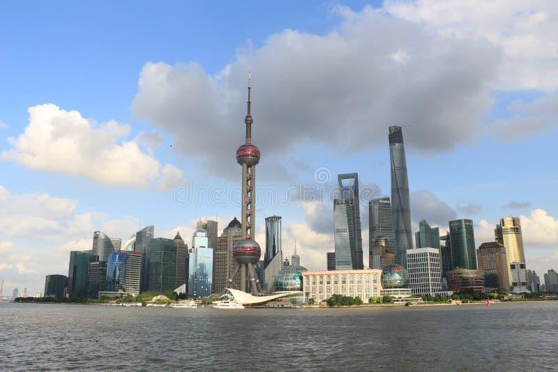 Shanghai landmarkï¼ Œ det orientaliska pärlemorfärg TVtornet arkivbilder
