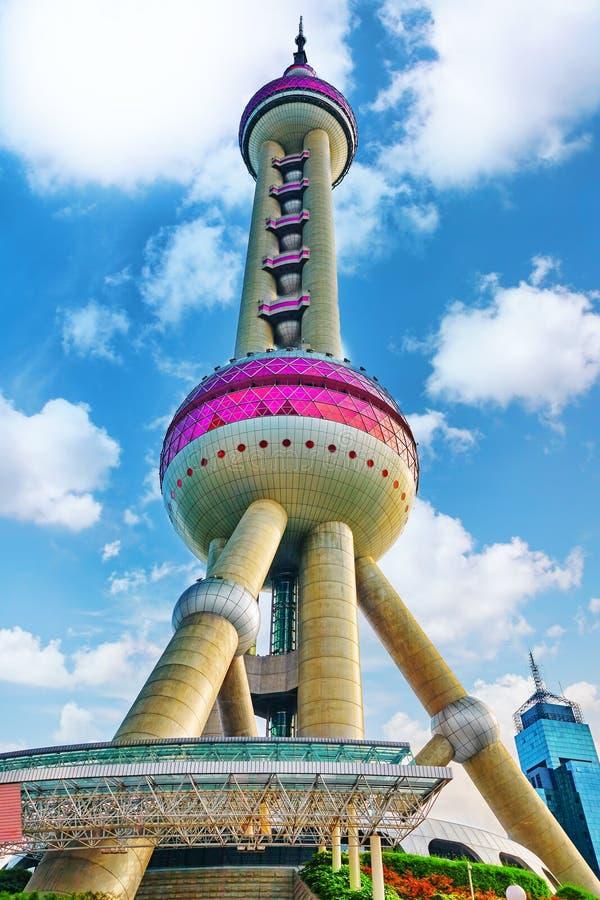 24 Shanghai-MEI, 2015 Oosterse Pareltoren op blauwe hemelbackgro stock foto