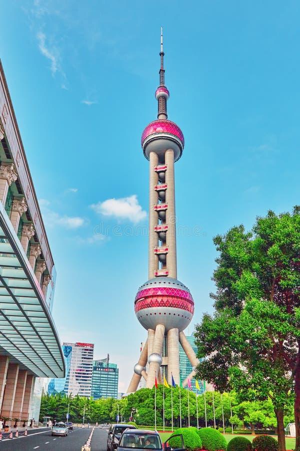 24 Shanghai-MEI, 2015 Oosterse Pareltoren op blauwe hemelbackgro royalty-vrije stock foto's