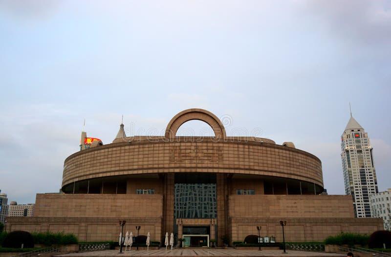 Shanghai museum på en molnig dag arkivbilder
