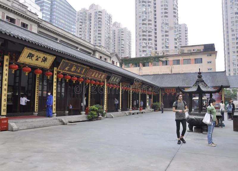 Shanghai 2nd kan: Bönställe från borggården av Jade Buddha Temple i Shanghai royaltyfria foton