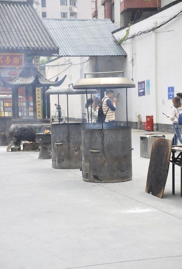 Shanghai 2nd kan: Bönställe från borggården av Jade Buddha Temple i Shanghai arkivfoton
