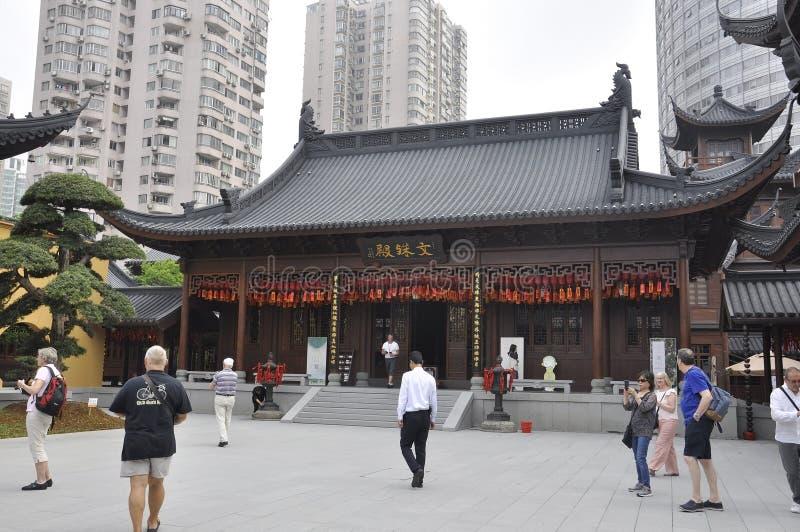 Shanghai 2nd kan: Den Jade Buddha Temple borggårdbyggnaden från Shanghai arkivbild