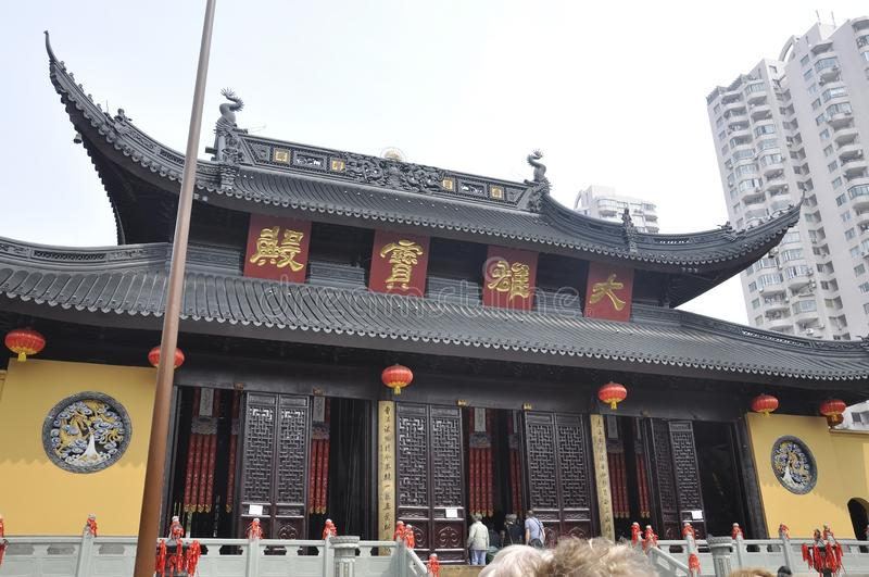 Shanghai 2nd kan: Den Jade Buddha Temple huvudbyggnaden från Shanghai royaltyfria foton