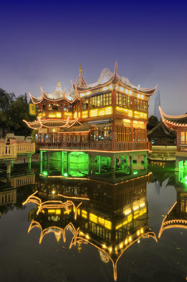 Free Shanghai Old Tea House At Night Royalty Free Stock Images - 6055479