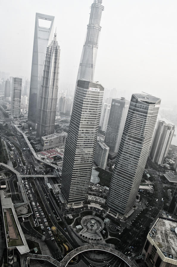 SHANGHAI - opinião do NOV. 15,2013 da torre oriental da tevê da pérola fotografia de stock