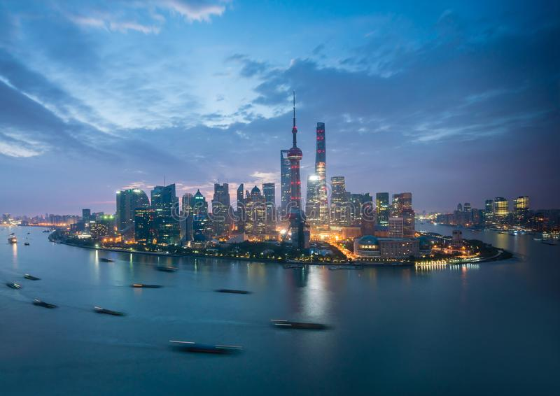 Shanghai på soluppgången royaltyfria foton