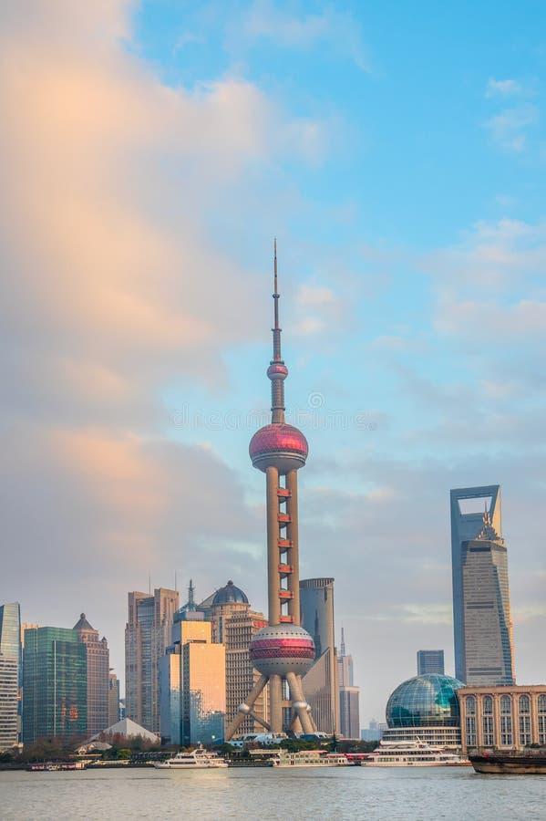 Shanghai-Skyline mit Fernsehturm lizenzfreies stockbild