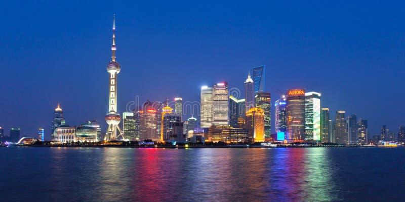 Shanghai-Skyline nachts stockbild