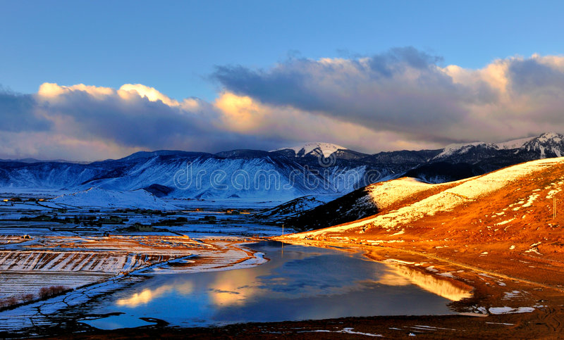 Shangri-La's winter scenery. At dusk, the Holy Land Shangri-La in the winter, the landscape is the United States stock photo