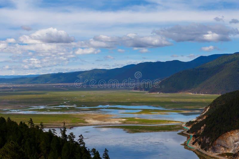 Download Shangrila, Il Yunnan, La Cina Ed Il Posto Vicino Fotografia Stock - Immagine di naughty, limite: 56882952