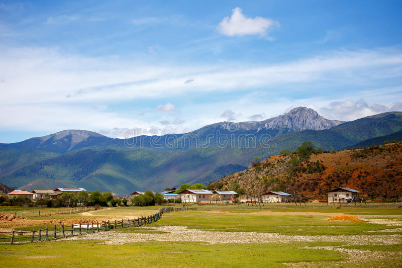 Download Shangrila, Il Yunnan, La Cina Ed Il Posto Vicino Immagine Stock - Immagine di paradise, architettura: 56884779