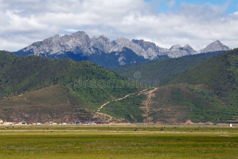 Download Shangrila, Il Yunnan, La Cina Ed Il Posto Vicino Immagine Stock - Immagine di coltura, naughty: 56886295