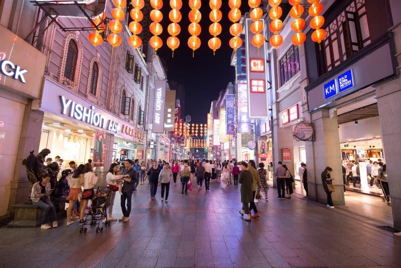 Shangxiajiu spaceru drogowa handlowa ulica jest sławnym turystyki miejscem w Guangzhou porcelanie fotografia royalty free