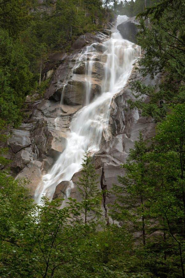 Shannon Falls bij Provinciaal Park in Squamish-zomer royalty-vrije stock foto