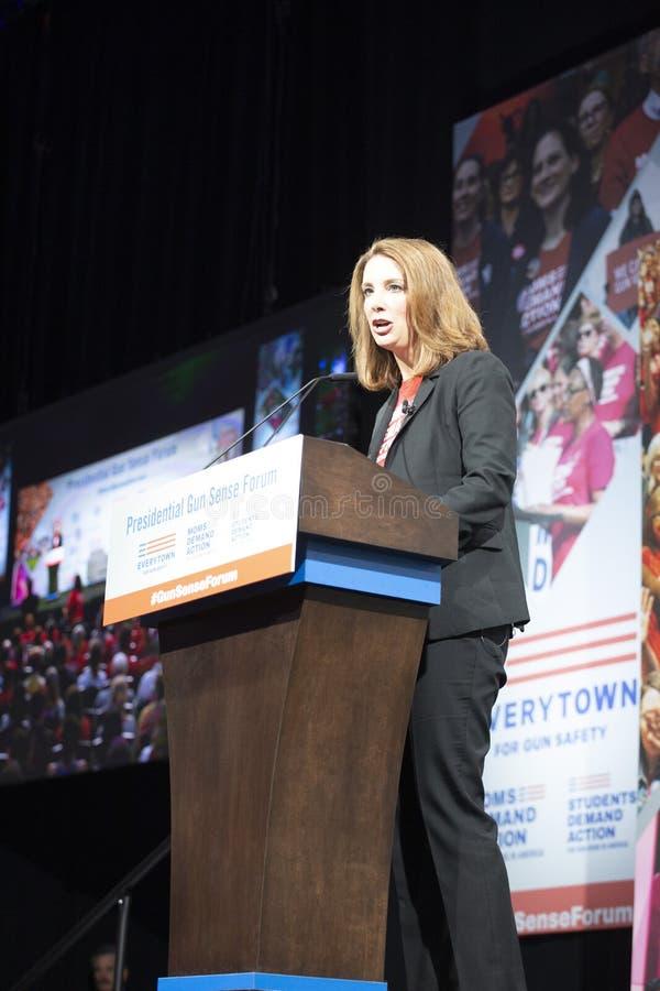 Shannon Watts som är onstage på den Iowa händelsemitten, Des Moines, Augusti 10, 2019 royaltyfria foton