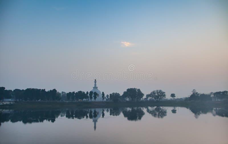 Download Shanti-stupa в сумерк стоковое фото. изображение насчитывающей строя - 81801052