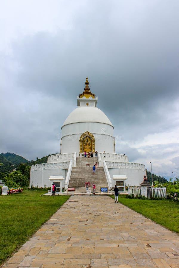 Shanti Stupa, Pokhara die, wereldvrede - in Nepal reizen royalty-vrije stock afbeelding