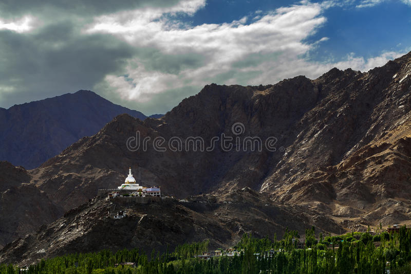 Shantistupa in Leh Ladakh stock foto's