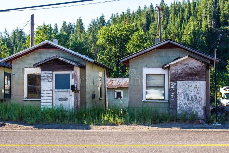 Shanty Cabins In Mountains abbandonato immagini stock libere da diritti