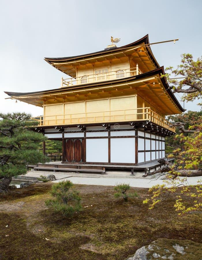 Shariden in Rokuon -rokuon-ji of is het Gouden Paviljoen Kinkaku -kinkaku-ji een Zen Buddhist-tempel in Kyoto, Japan royalty-vrije stock afbeeldingen