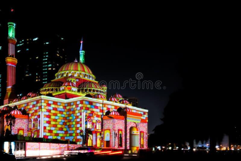 Sharja enciende el festival, arte ligero exhibido hermoso en una mezquita fotografía de archivo