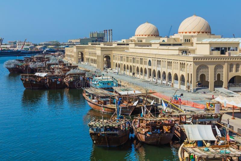 Sharjah - tredje - störst och mest tätbefolkad stad i UAE arkivbilder