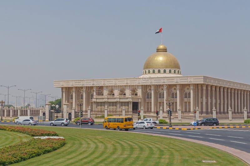 SHARJAH UAE - MAJ 16, 2016: byggnad av regeringen fotografering för bildbyråer