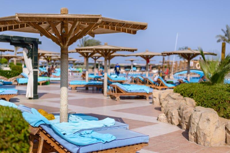 Sharm El谢赫,埃及, 2015年7月28日:在一种热带手段的游泳池 图库摄影