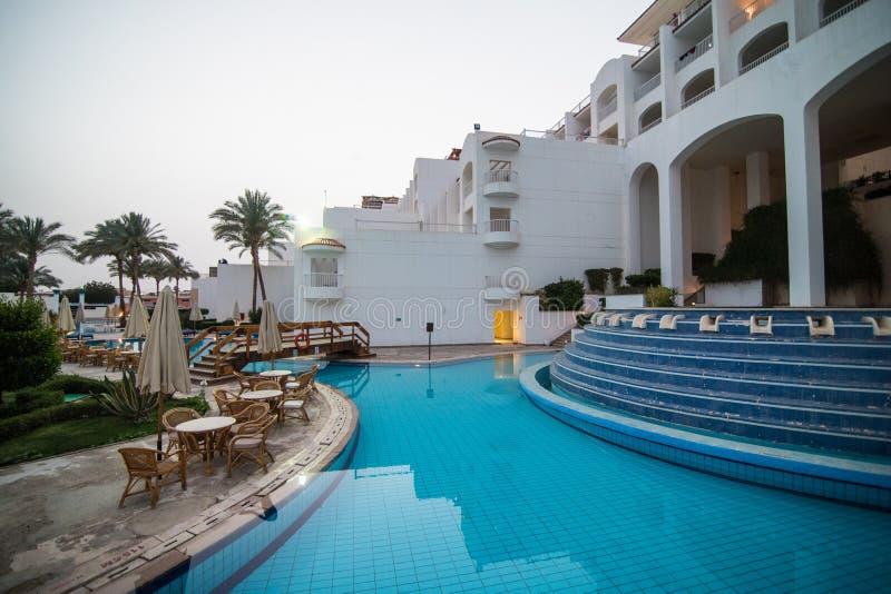 Sharm el Sheikh, Ägypten - April 2018: Gebiet des Hotels im Sharm el Sheikh von Ägypten lizenzfreie stockfotografie