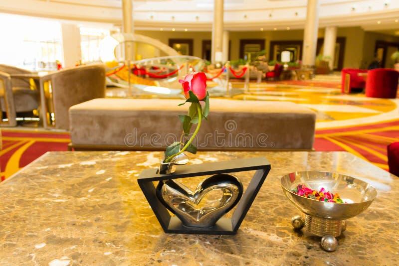 Sharm El Sheikh, Египет - 13-ое апреля 2017: Лобби гостиницы на роскошной гостинице RIXOS SEAGATE SHARM 5 звезд стоковые изображения