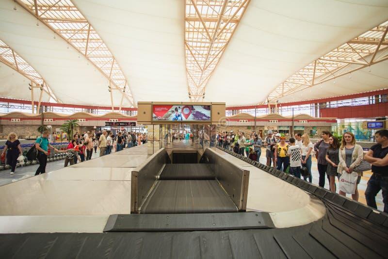 SHARM EL SHEIKH, ЕГИПЕТ - 14-ОЕ МАЯ 2018: Интерьер международного терминала стоковое фото