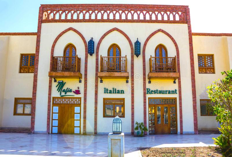 Sharm El Sheikh, Египет - 27-ое сентября 2017: Одна из торговых улиц, красивые архитектурноакустические характеристики  стоковое фото rf
