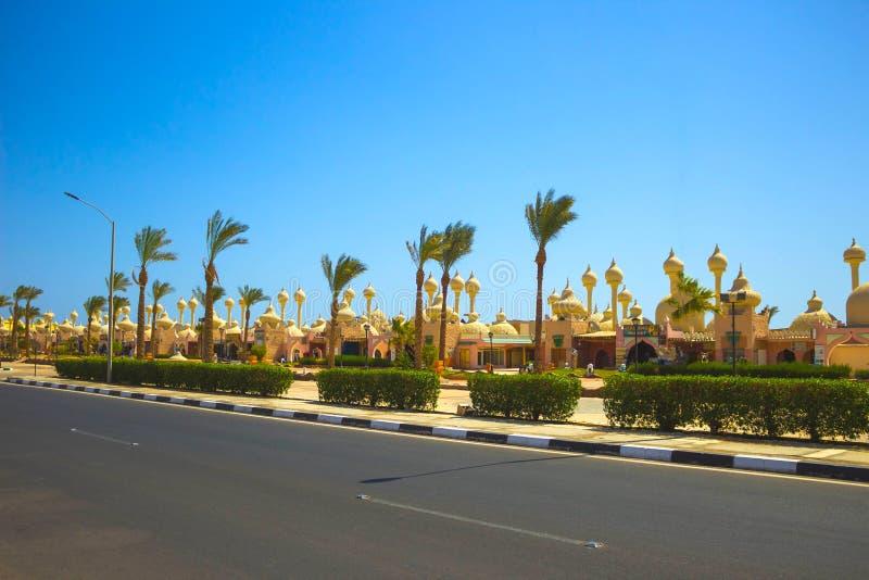 Sharm El Sheikh, Египет - 23-ье сентября 2017: Одна из торговых улиц, красивые архитектурноакустические характеристики  стоковое изображение
