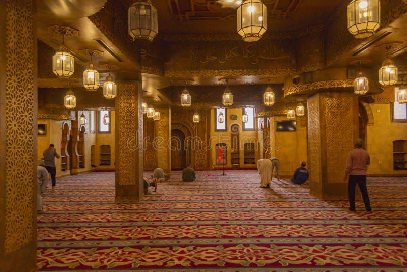 SHARM-EL-SHEIKH EGIPT, muzułmanin modlitwy w Sah, - PAŹDZIERNIKA 16, 2018 fotografia stock
