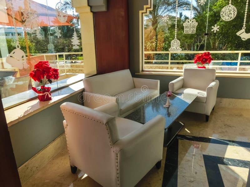 Sharm el Sheikh Egypten - December 31, 2018: Stången på för Xperience för lyxigt hotell semesterorten för bris hav royaltyfri foto