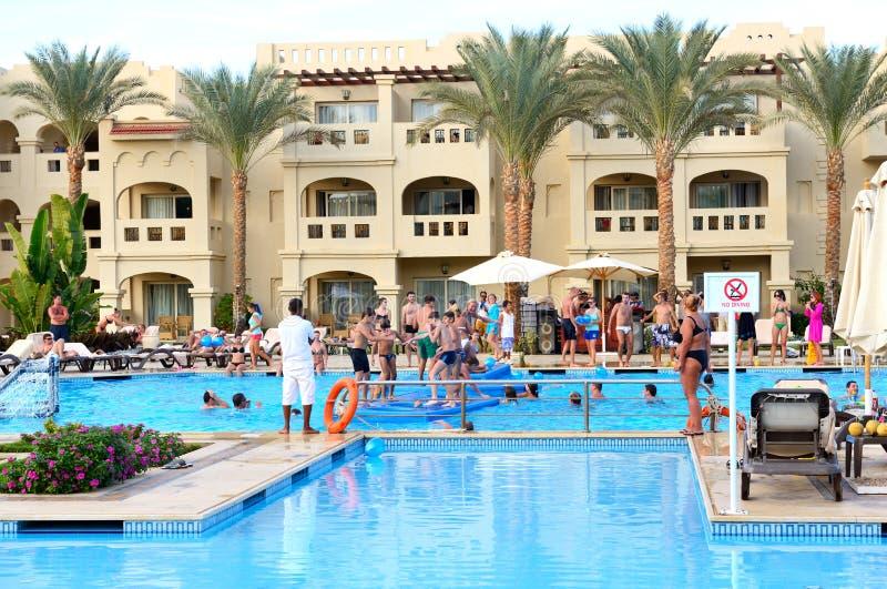 SHARM EL SHEIKH EGYPTEN - NOVEMBER 28: Turisterna är på vacat royaltyfria foton