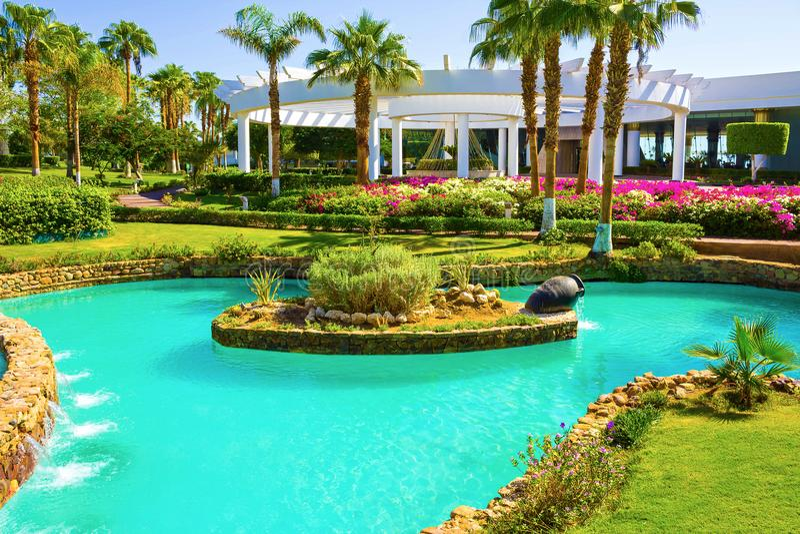 Sharm el Sheikh Egypten - September 26, 2017: Byggnader och områdeshotell Monter Carlo Resort Sharm El Sheikh fotografering för bildbyråer