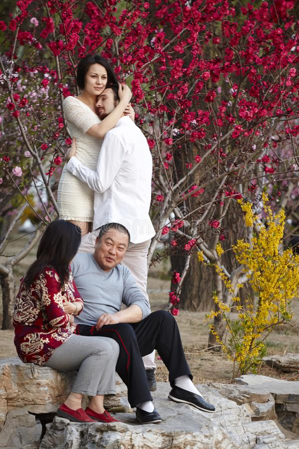 Free Sharp Contrast Of Western Couples And China Traditional Couples Royalty Free Stock Images - 109377219