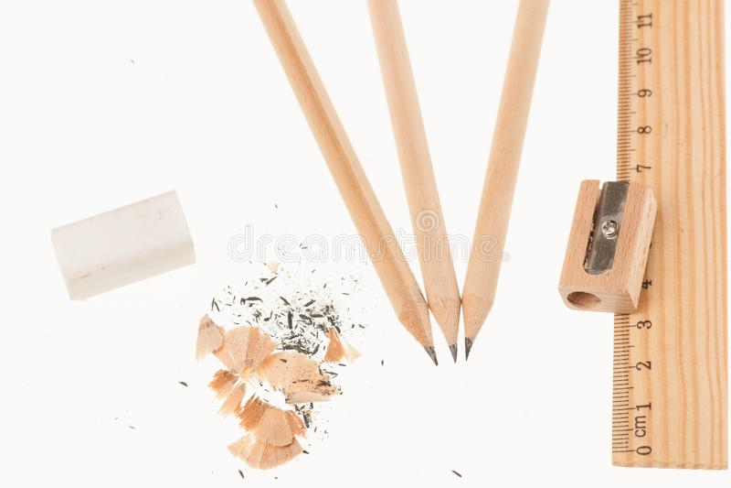 Sharpener και γόμα κυβερνητών μολυβιών που απομονώνονται πέρα από το άσπρο υπόβαθρο στοκ φωτογραφίες με δικαίωμα ελεύθερης χρήσης