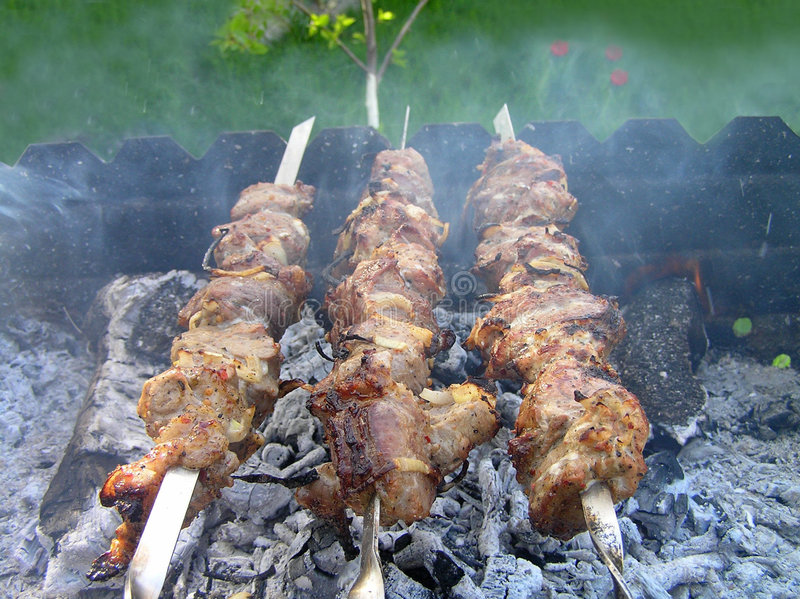 Shashlik, griglia, carne fritta fotografie stock libere da diritti