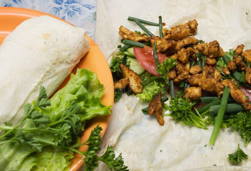Shawarma è preparato nella casa fotografia stock libera da diritti