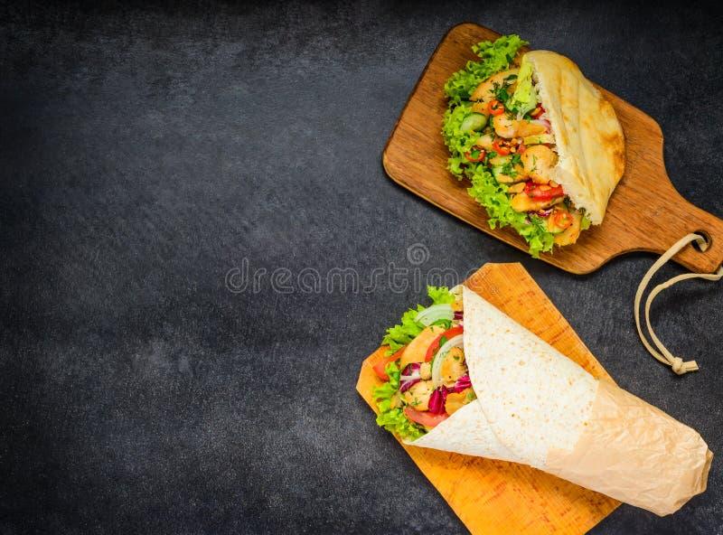 Shawarma и турецкий сандвич с космосом экземпляра стоковое изображение rf