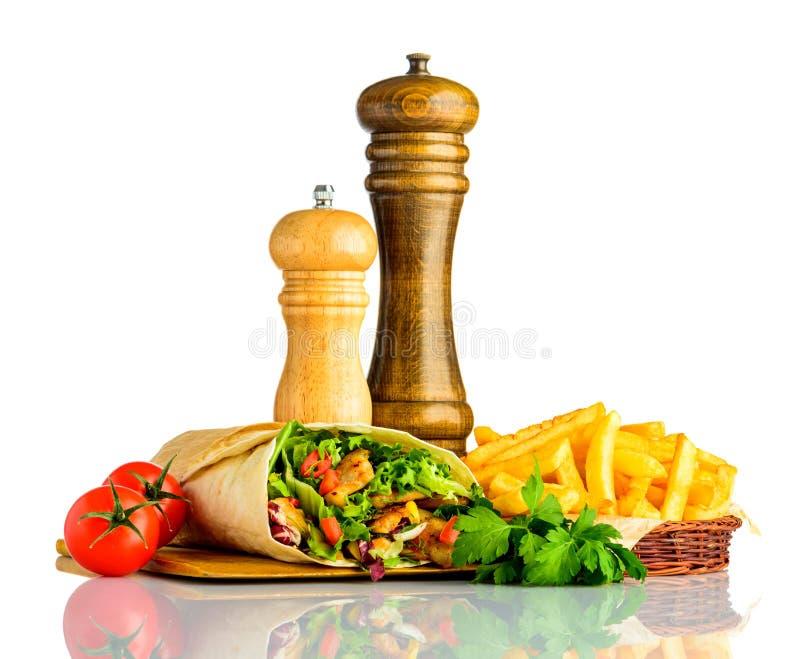 Shawarma avec des fritures d'isolement sur le fond blanc photographie stock libre de droits