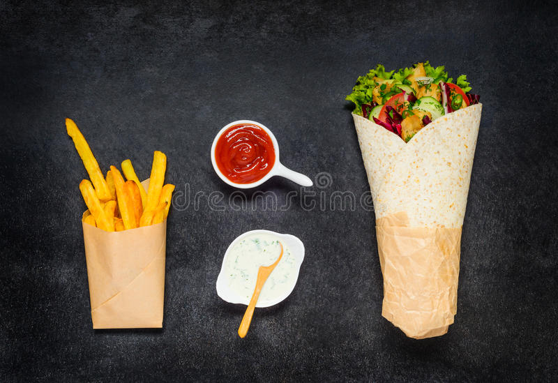 Shawarma e patate fritte fotografie stock