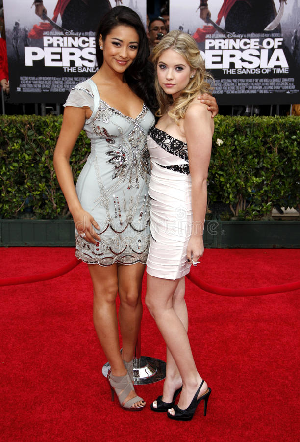 Shay Mitchell and Ashley Benson. At the Los Angeles Premiere of Prince Of Persia: The Sands Of Time in Hollywood, California, United States on May 17, 2010 stock images